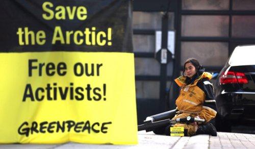 Attivisti arrestati in Russia: direttore Greenpeace chiede un incontro con Putin