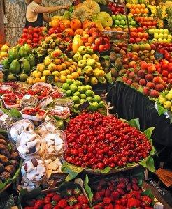 Se il cibo diventa un bene di consumo senza anima. Intervista a Carlo Petrini