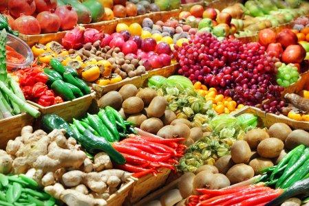 Veleni nel piatto: la classifica dei cibi più contaminati