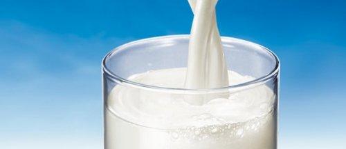 Bere latte aumenta l'incidenza di fratture: un nuovo studio