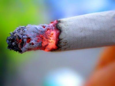 Chi fuma avvelena il pianeta: l'impatto ambientale delle sigarette