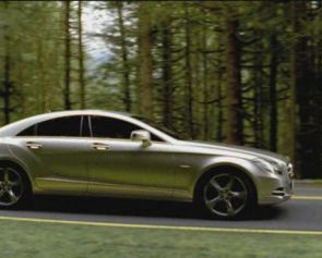 Il nuovo spot Mercedes e l'assordante richiamo del consumismo