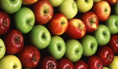 Le mele ai pesticidi dell'agricoltura chimica