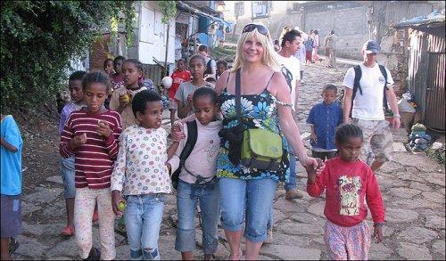 Vince 7 milioni di sterline e aiuta gli orfani in Etiopia