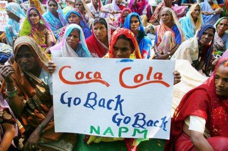"""La Coca Cola si sta """"bevendo"""" l'India"""