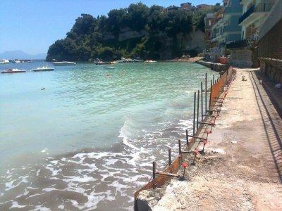 Cemento sulla metà delle coste italiane