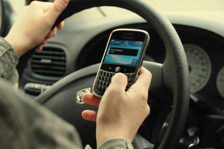 Criminali al volante muniti di cellulare