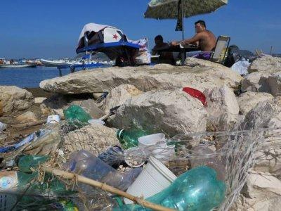 Coste italiane: inquinamento cronico e un popolo assuefatto