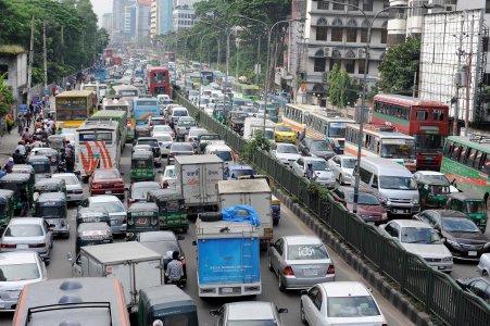 Cresce il rischio di demenza per chi vive entro 50 metri da una strada molto trafficata