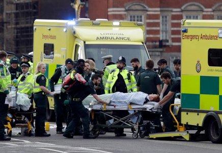 Suv falcia la folla a Londra: cinque morti