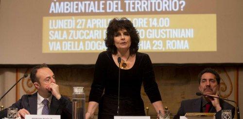 Paola Nugnes (5 Stelle): «Ecco la verità sui soldi restituiti»
