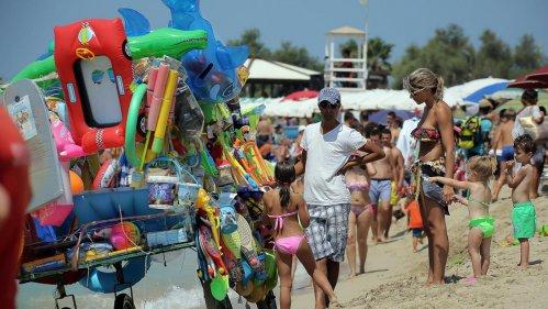 Buone vacanze fra mare inquinato, rifiuti, traffico, smog, stress e caos