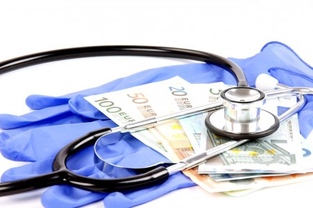 Trasparenza sui passaggi di denaro da Big Pharma ai medici: perché fa paura il Sunshine Act italiano?