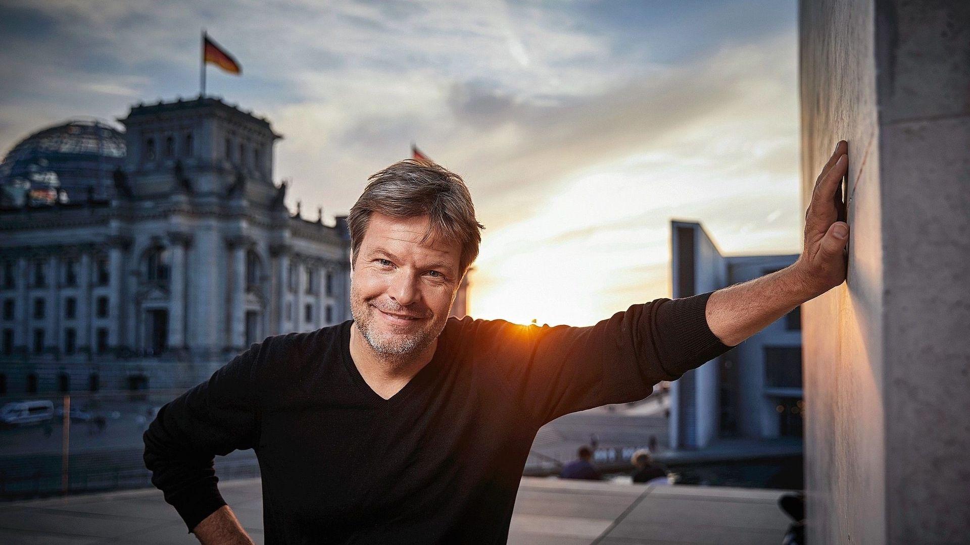 Il rappresentante dei Verdi tedeschi Habeck esce dai social: standing ovation