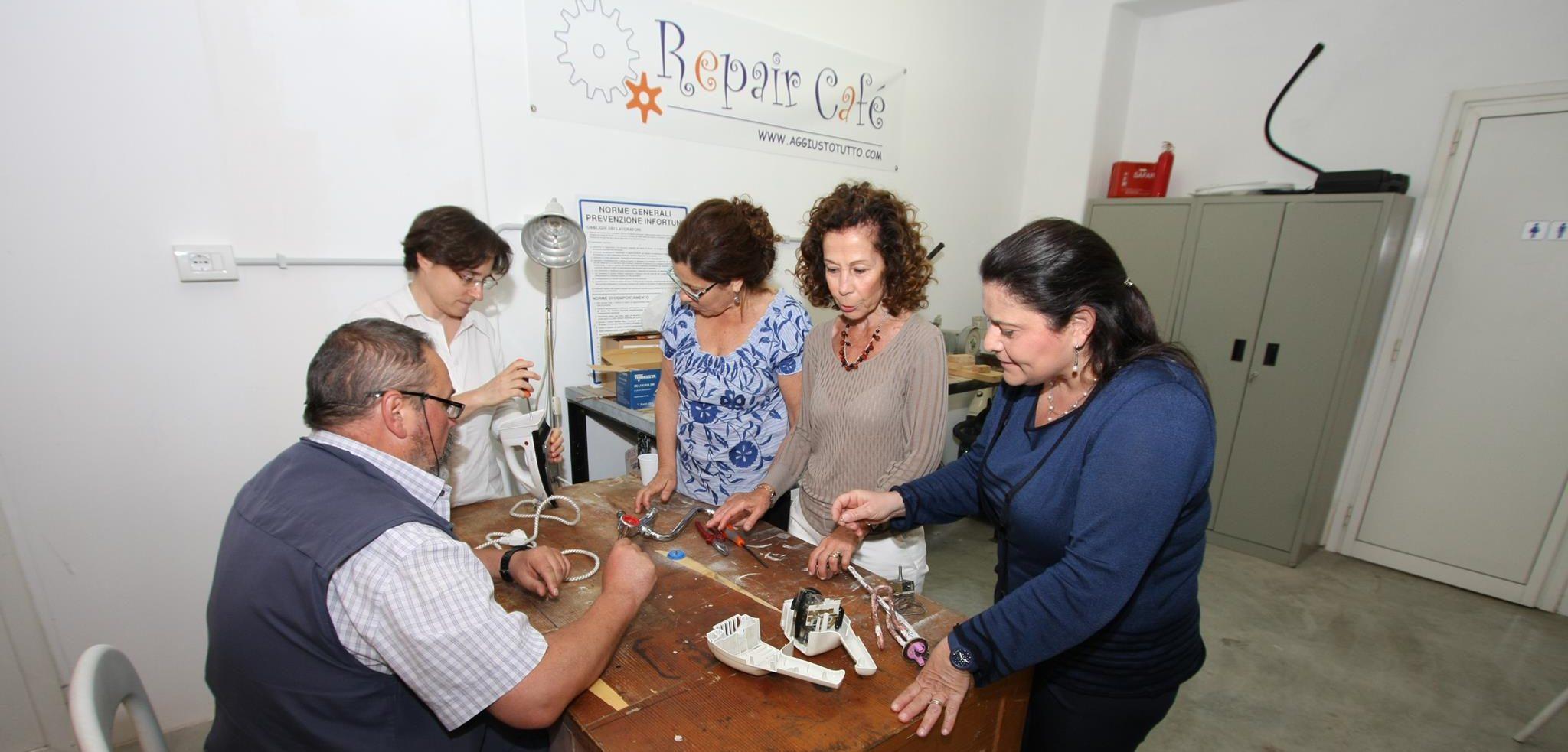 Aumentano i Repair Cafè, dove tutto si aggiusta