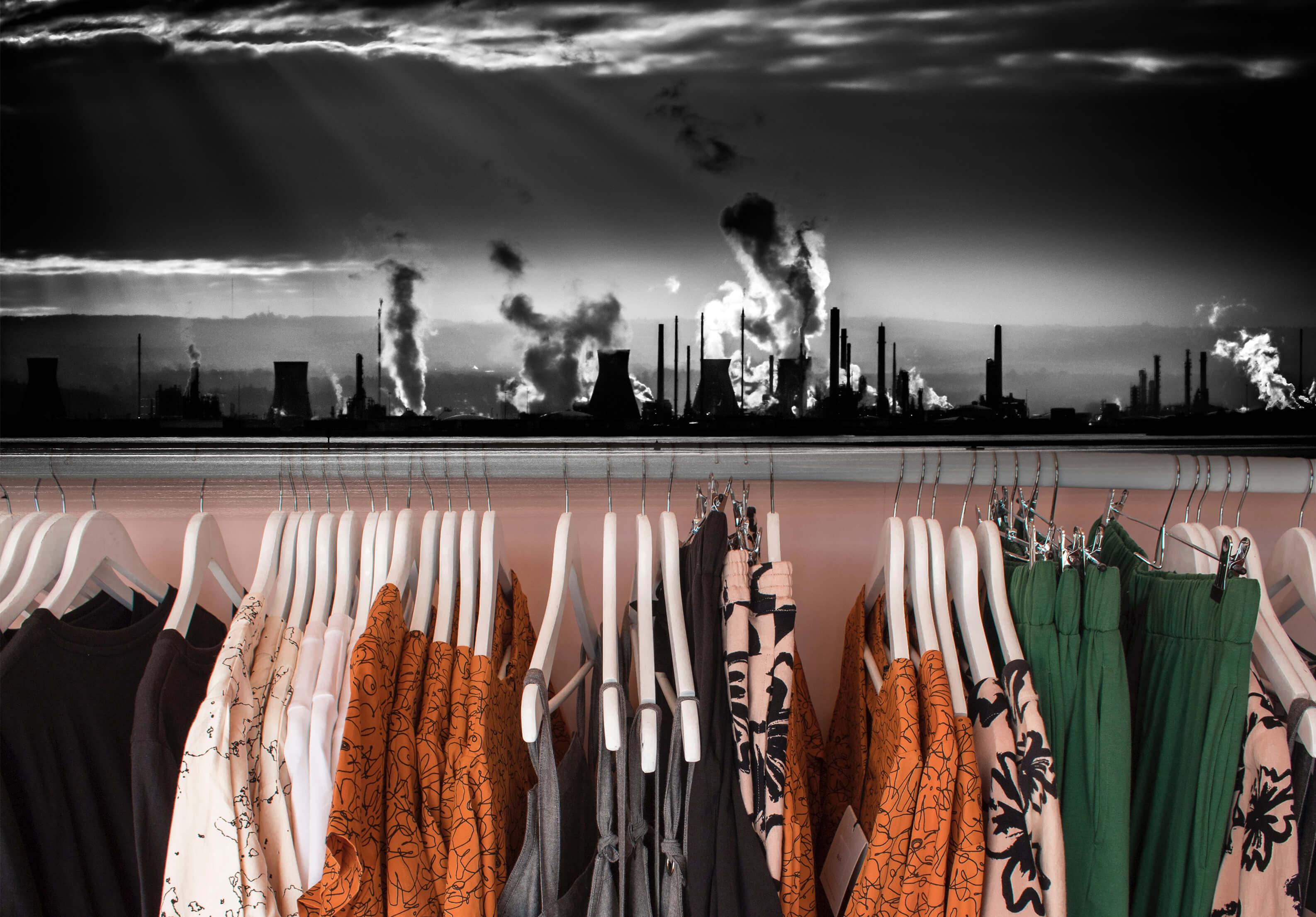 Insostenibile moda: le fibre sintetiche che fanno male all'ambiente