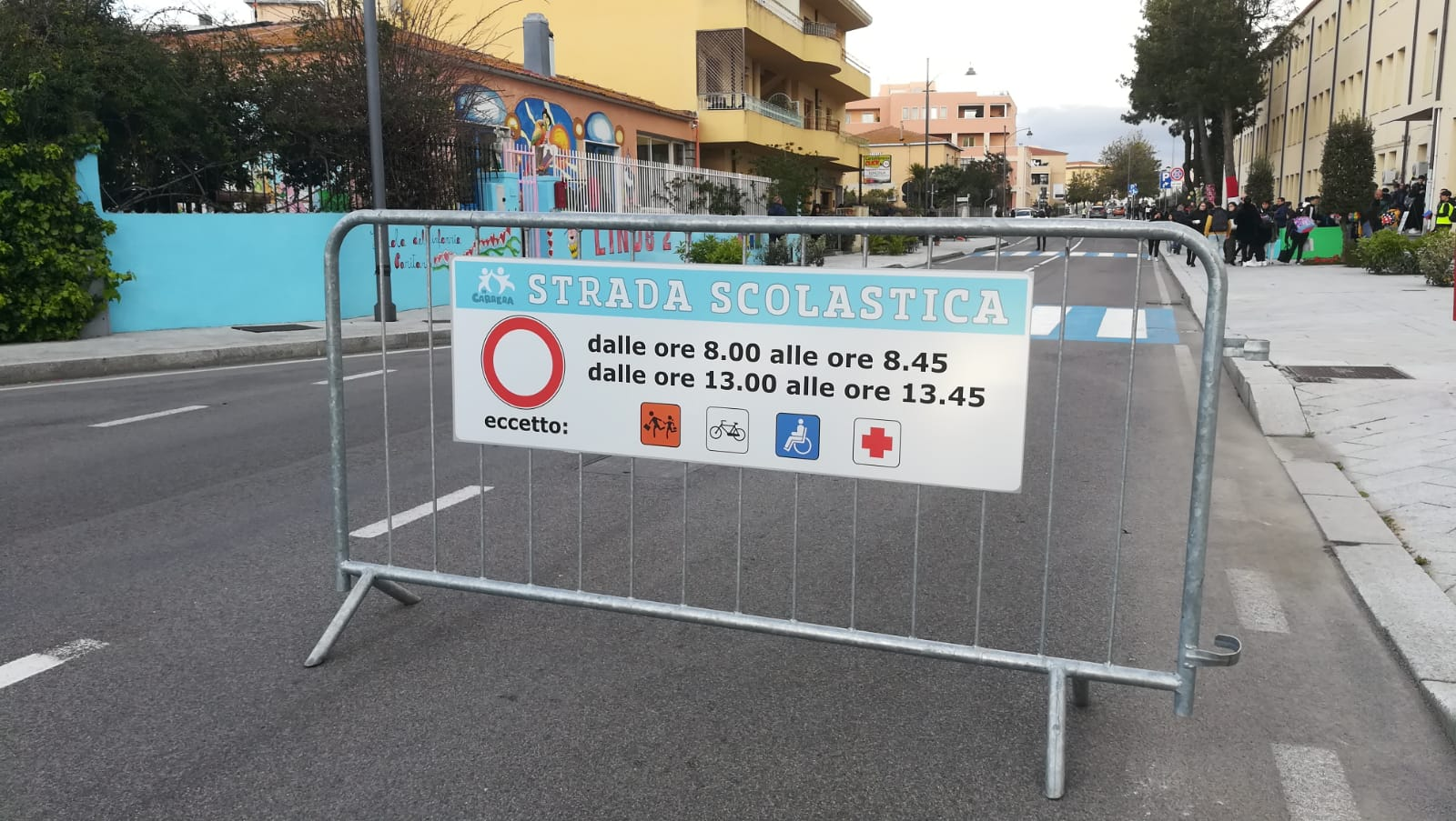 Le associazioni mobilitate: «Chiudiamo le strade alle auto davanti alle scuole»