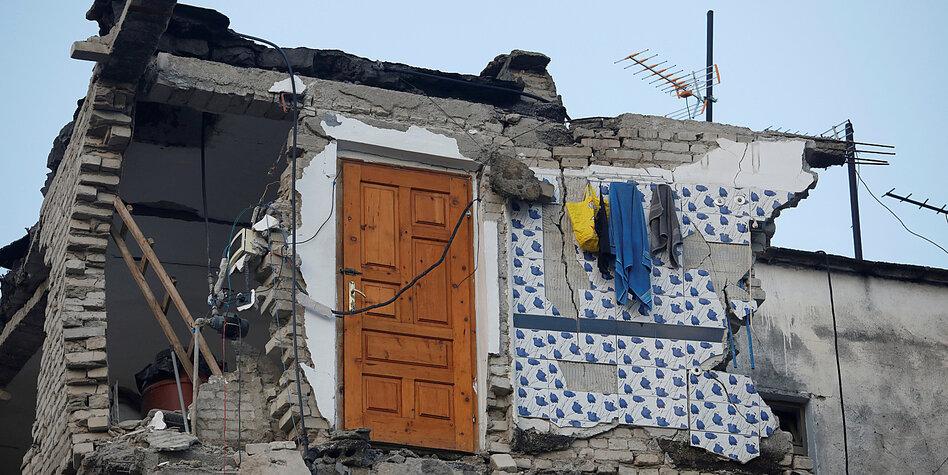 Durazzo, Albania. Una colata di cemento sull'Adriatico