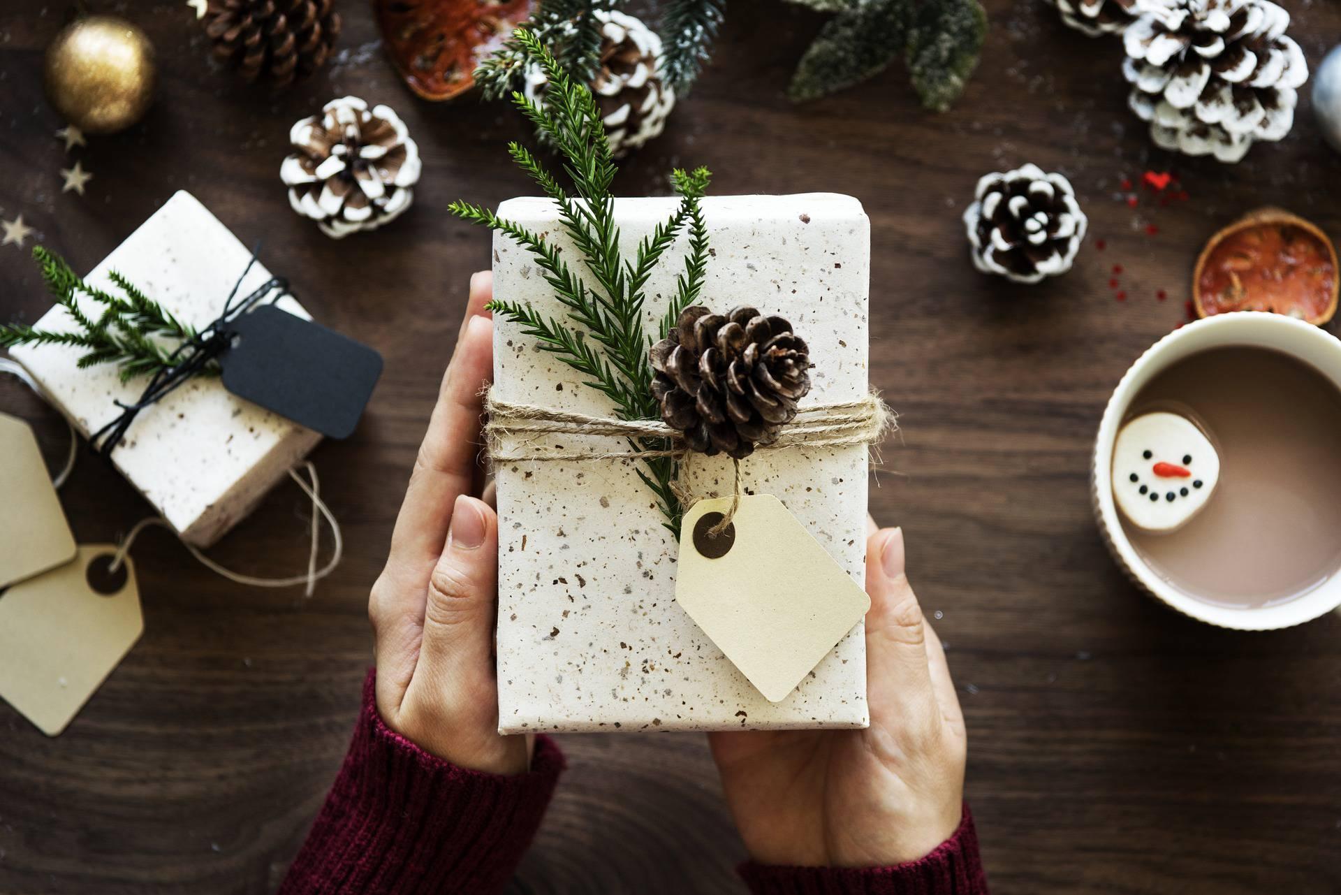 Aiuto Regali Natale.Cinque Regali Di Natale Utili Al Cuore E Al Pianeta