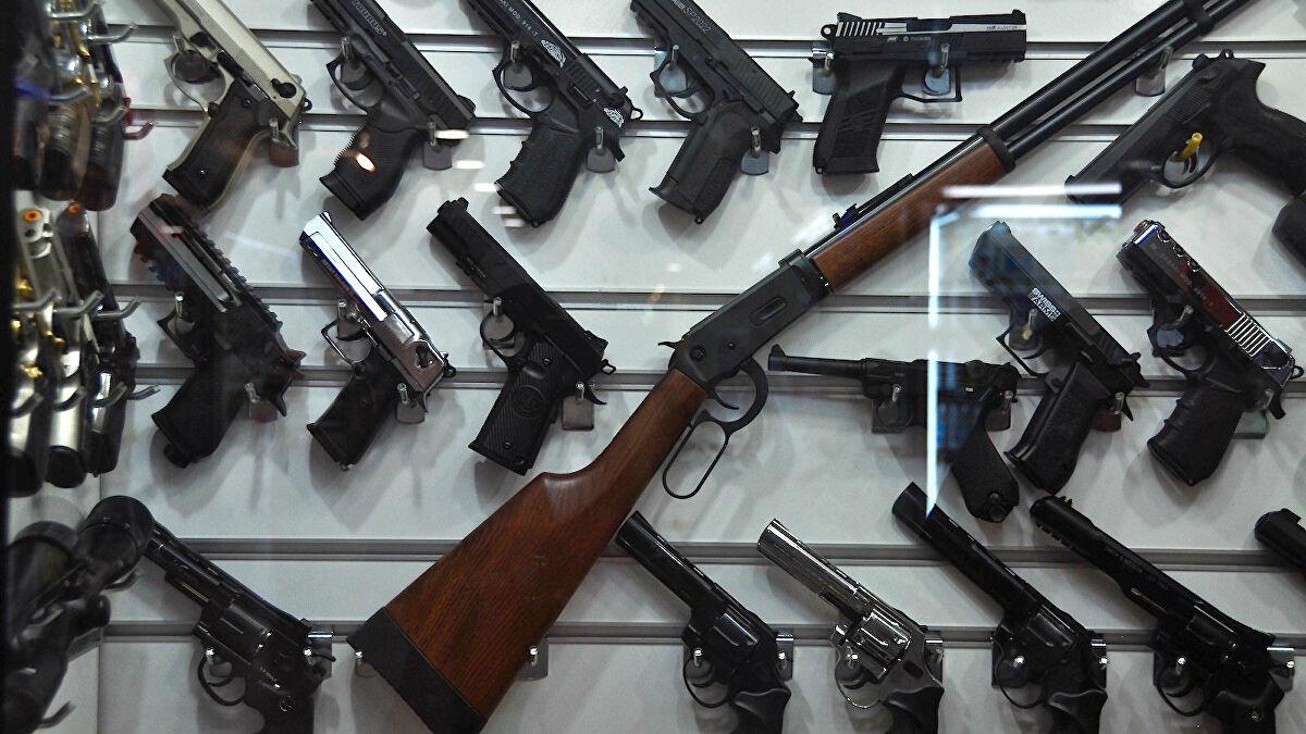 «Coronavirus: il governo concede all'industria delle armi di