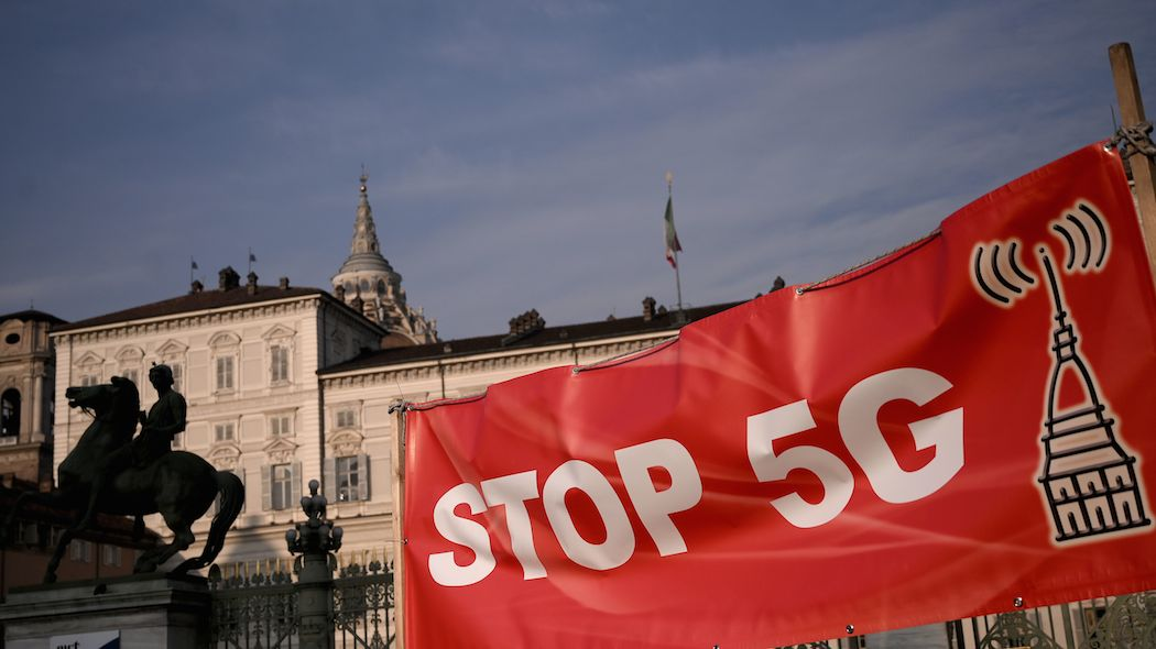 «Stop 5G: sit-in davanti all'Istituto Superiore di Sanità»