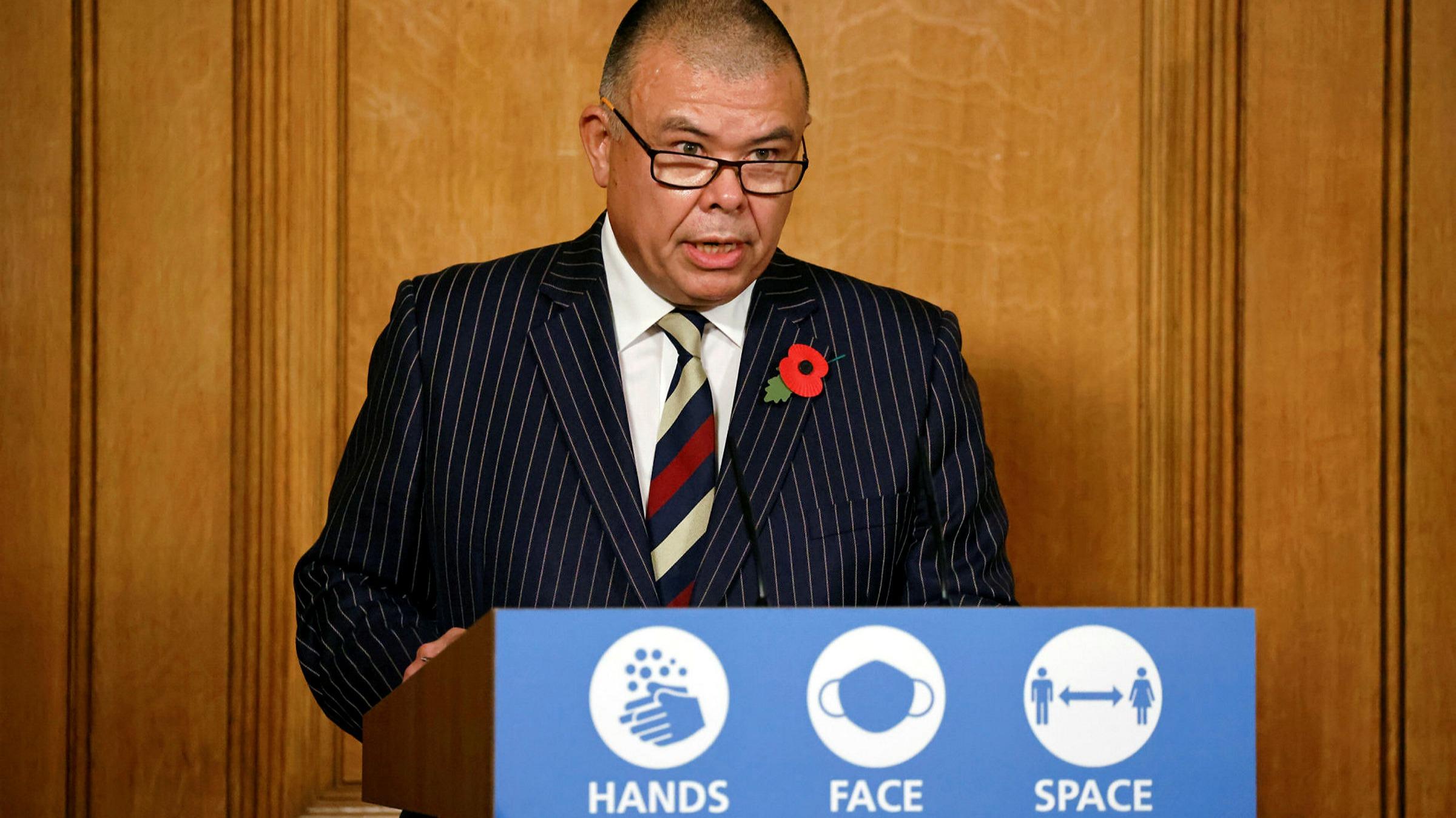 Il consulente del governo britannico: «I vaccinati possono trasmettere il Covid»