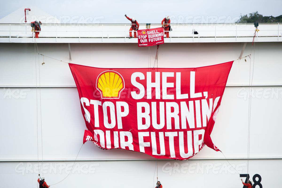 Corte dei Paesi Bassi ordina a Shell di ridurre drasticamente le emissioni di CO2