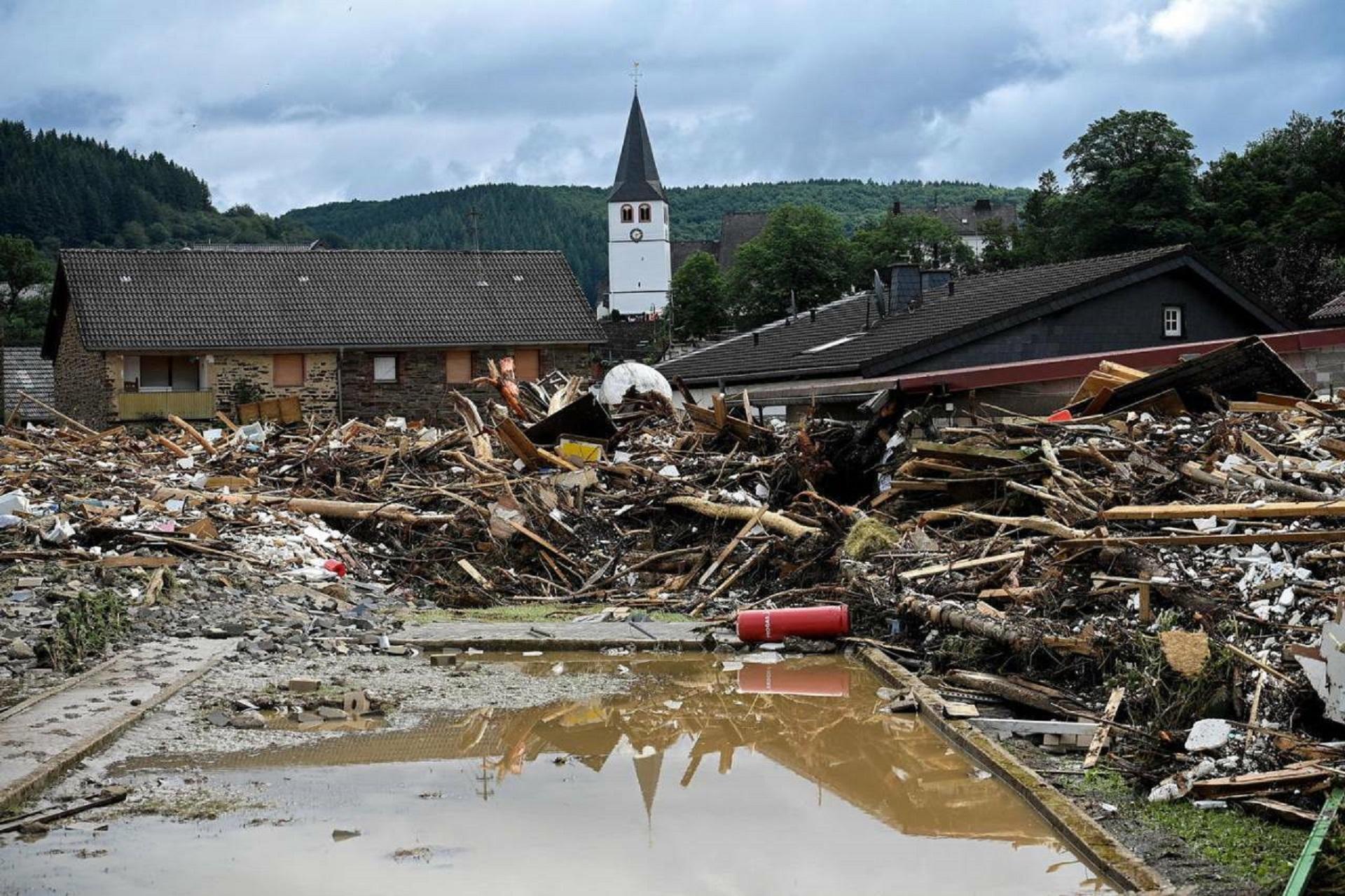 Alluvioni e devastazioni in mezzo mondo, ma noi pensiamo solo al covid