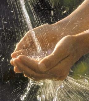 Acqua: sempre più cittadini preferiscono il rubinetto