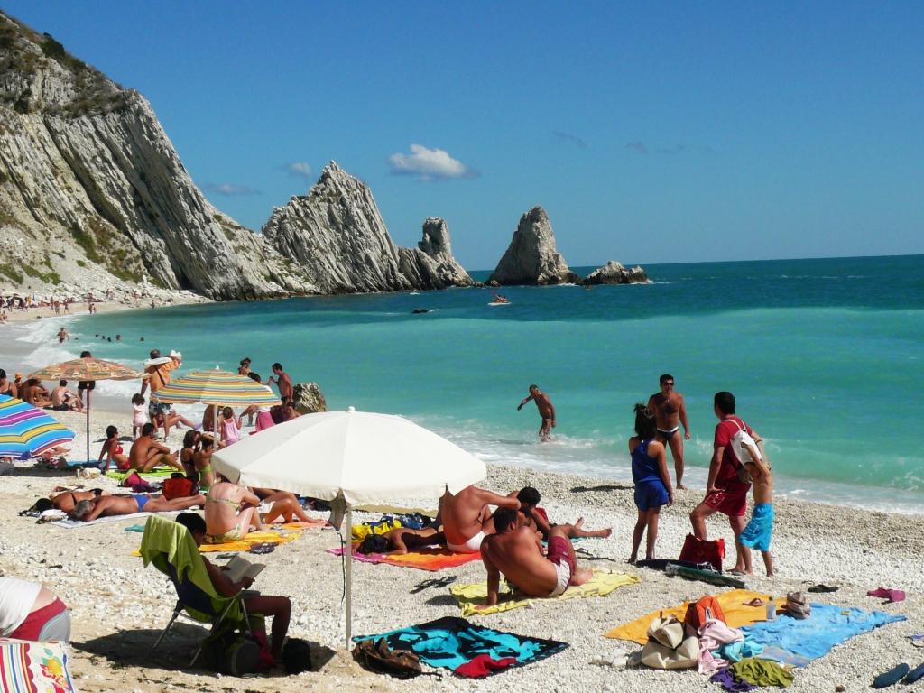 Ancona il monte conero e la spiaggia delle due sorelle for Costo dell ascensore della casa sulla spiaggia