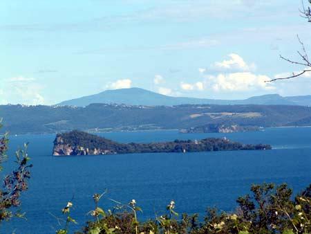 Bolsena, in tredicimila chiedono alla Regione di salvare il lago