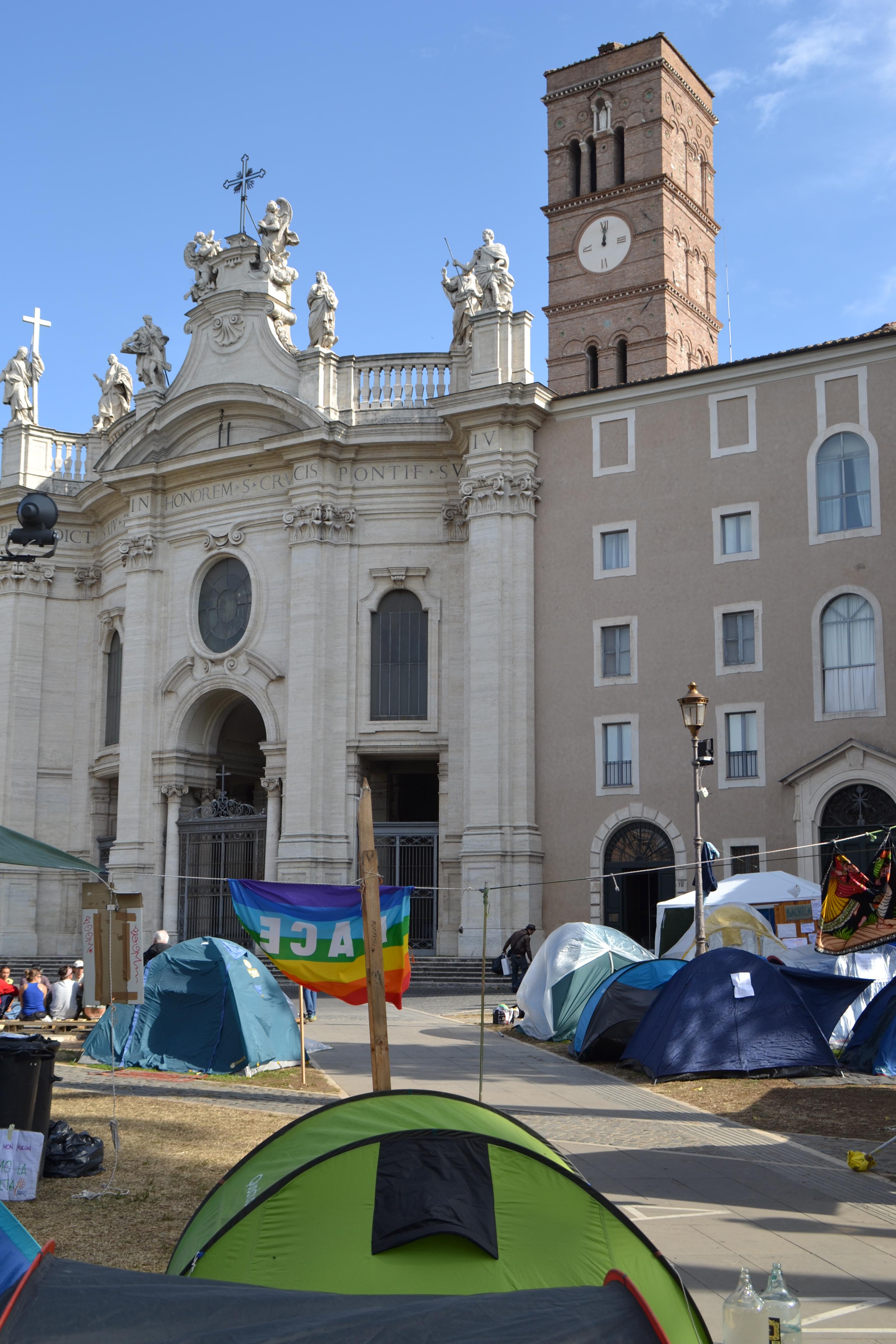 Roma. L'Accampata degli Indignati in Piazza S.Croce in Gerusalemme