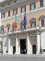 Approvata la Legge Stabilità, l'Italia attende le dimissioni di Berlusconi