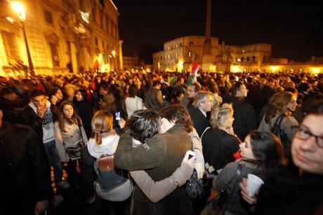 Roma in festa, Berlusconi si dimette.