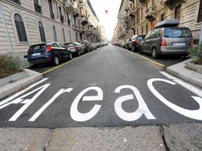 Milano, al via l'Area C. Pedaggio per chi entra in auto in centro