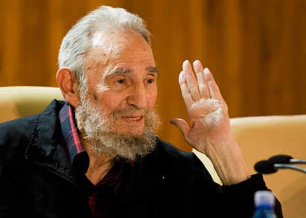 Fidel Castro torna in pubblico, alla Fiera del Libro di Cuba