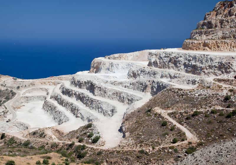 Piano cave in Abruzzo, punta dell'iceberg di un problema nazionale