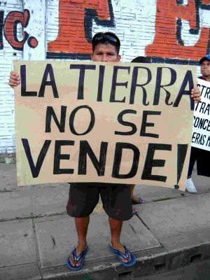 Gli Indios peruviani contro l'inquinamento petrolifero dei fiumi