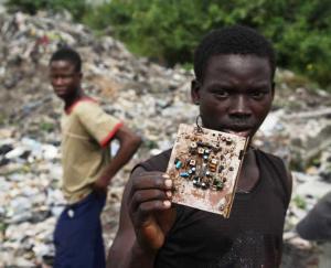 Africa. Ecco dove finiscono i nostri rifiuti elettronici