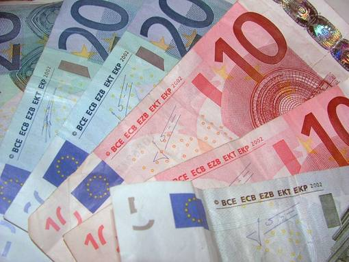 L'euro è una truffa? La soluzione è cambiare vita