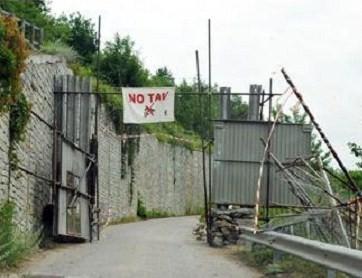 Val Susa, partono gli espropri. La protesta 'No Tav' in tutta Italia
