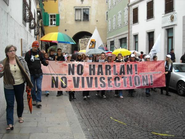 No Harlan, no vivisezione: il reportage della manifestazione di Udine