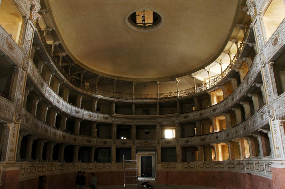 Teatro rossi aperto un nuovo spazio per la cultura a pisa for Costo per costruire un teatro