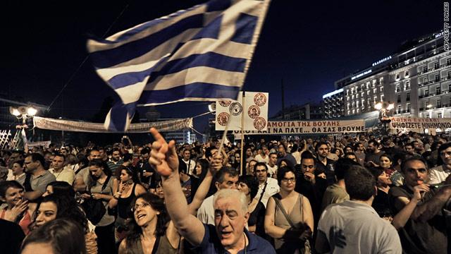 """Disastro umanitario in Grecia: """"via l'euro, o interviene l'Onu"""""""