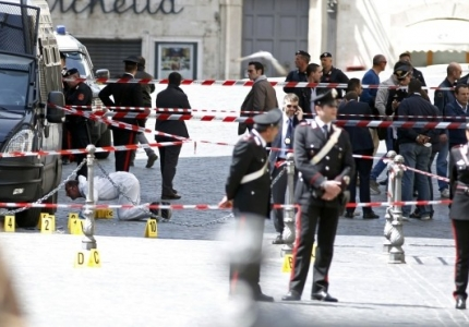 La sparatoria a Palazzo Chigi e i 'cannibali della disperazione'