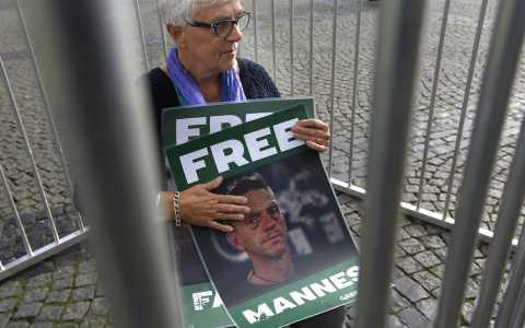 Russia, attivisti Greenpeace trasferiti a San Pietroburgo