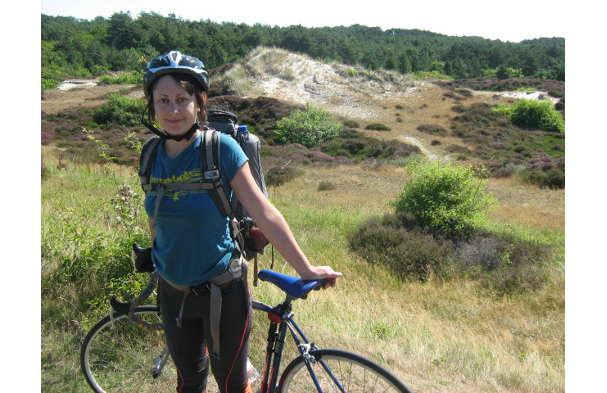 In bicicletta attraverso l'Asia per raccontare tradizioni e conflitti