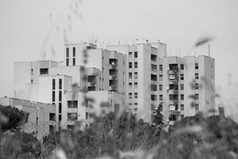 Dalle case popolari al social housing, l'edilizia italiana che non decolla. Il caso Pomezia nelle fotografie di Ivana Bucci.