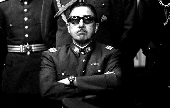 In Cile soffia il vento del fascismo: il nipote di Pinochet lancia un nuovo partito di destra