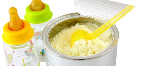 Convincevano le mamme a usare latte artificiale in cambio di regali dalle aziende: 18 arresti